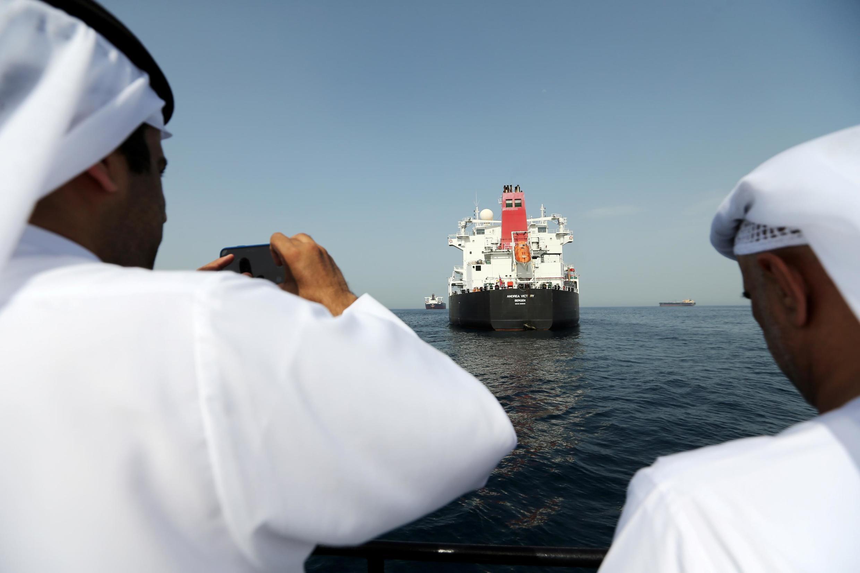 در تاریخ ١٢ مِه/ ٢٢ اردیبهشت، دو نفتکش عربستان سعودی، یک نفتکش نروژی و یک نفتکش حامل پرچم امارات متحدۀ عربی، هدف انفجار و عملیاتی خرابکارانه در بندر نفتی فجیره قرار گرفتند.