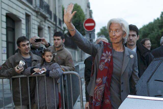 Christine Lagarde deixa a Corte de Justiça após dois dias de depoimentos em Paris.