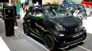 2017年3月8日在日内瓦车展上展出的Smart电动汽车。