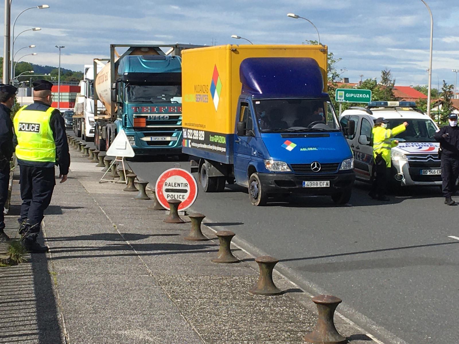 A fronteira entre a França e a Espanha está fechada desde 16 de março, com exceção de trabalhadores e caminhões de mercadorias.