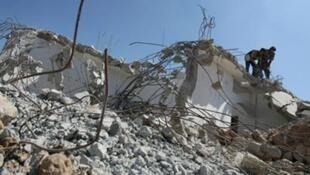 """Au nord de la bande de Gaza, dans le camp de réfugiés de Jabalia, les vestiges d'un immeuble détruit lors de l'offensive israélienne """"Plomb durci""""."""