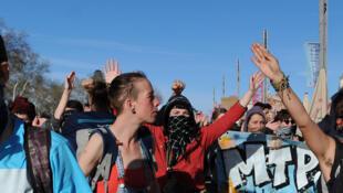 Estudiantes manifestando en Montpellier el 28 de marzo, una semana después de la toma violenta de un anfiteatro en la Universidad de Montpellier.