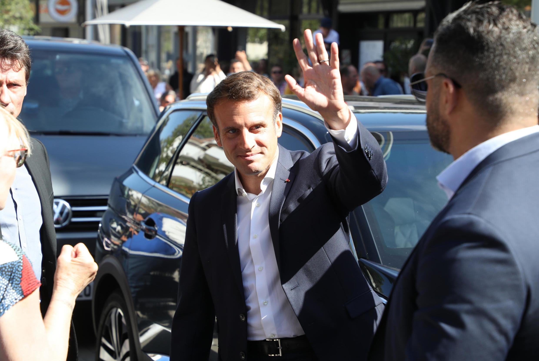 法国总统参加周日法国市镇选举第二轮投票