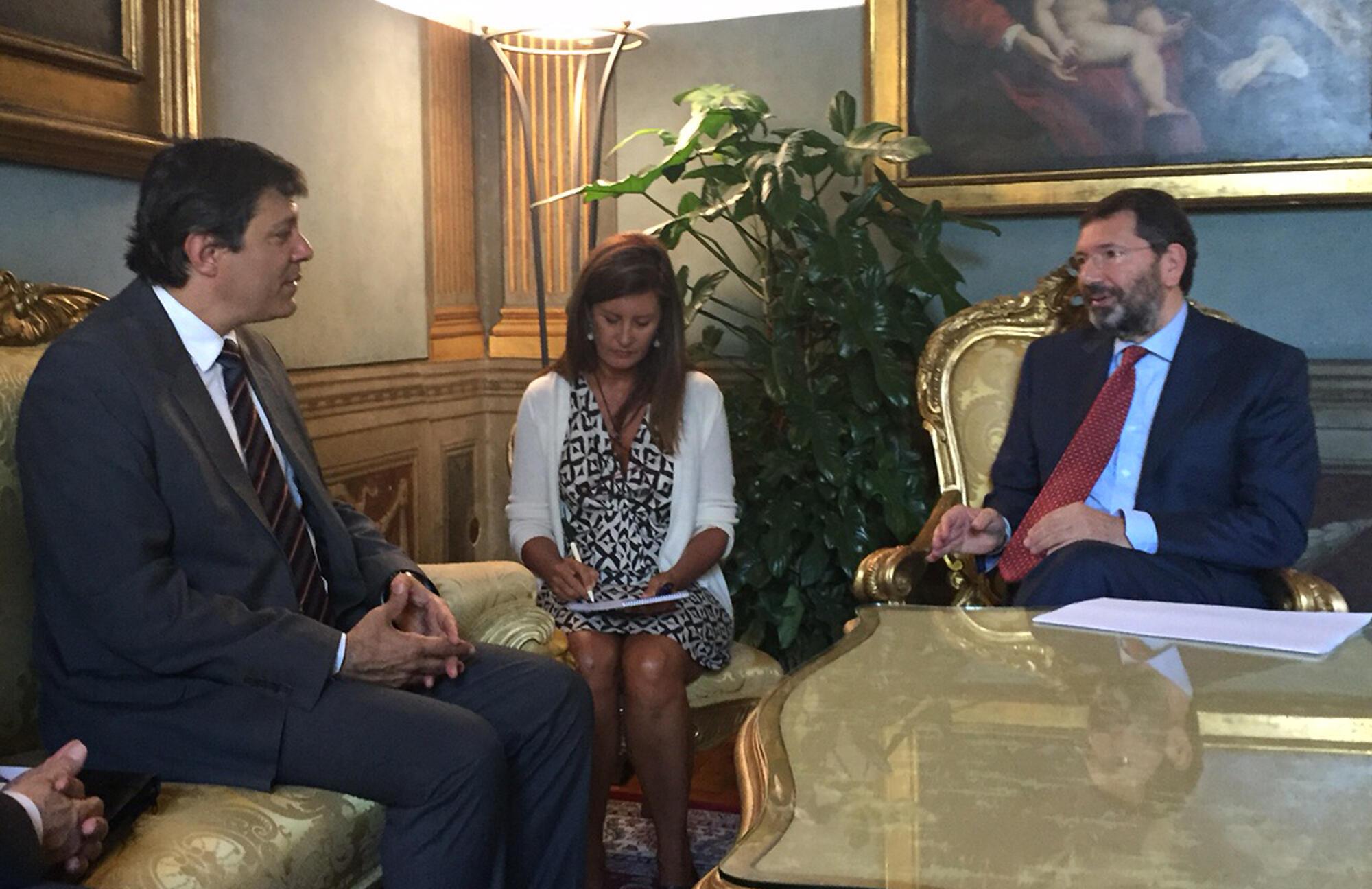 Fernando Haddad durante encontro com prefeito de Roma (d), Ignazio Marino, em Roma.
