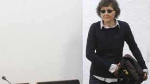 Verena Becker, ancien membre de la Fraction armée rouge (RAF), arrive dans la salle d'audience à Stuttgart, le 12 juin 2012.