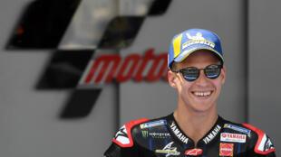 Fabio Quartararo sonríe tras lograr la 'pole position' del Gran Premio de España de MotoGP, el 1 de mayo de 2021 en el circuito andaluz de Jerez de la Frontera, al sur del país