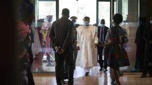 Shugaban ECOWAS, kuma shugaban Mahamadou Issoufou yaayin da ya isa Bamako babban birnin Mali, 23 ga watan Yuli,2020.