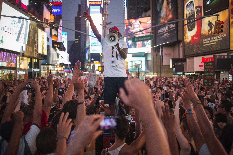 Cientos de activistas piden justicia para Trayvon Martin en Times Square, Nueva York, el 14 de julio de 2013.