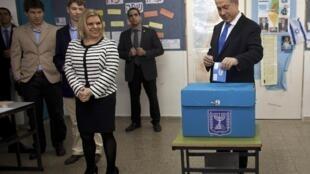 Waziri Mkuu wa Israel Benjamini Netanyahu akipiga kura leo asubuhi