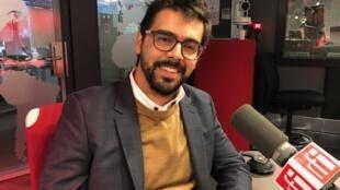 O professor da Unifesp, Osmany Porto de Oliveira, nos estúdios da RFI Brasil.