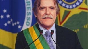 """O ator José de Abreu na pele do """"presidente autoproclamado"""" do Brasil."""