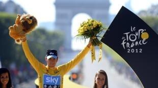 Bradley Wiggins remporte le Tour de France 2012.