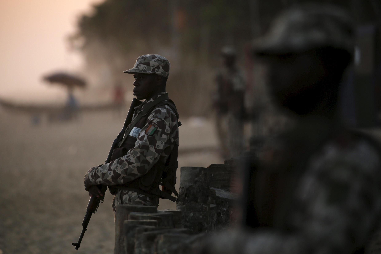 Un soldat ivoirien à Grand-Bassam, le 13 mars 2016, jour de l'attaque (image illustration).