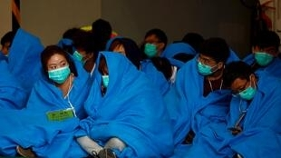 图为香港理工大示威抵抗学生等待医治 2019年11月19日照片