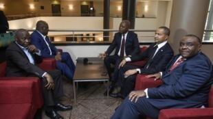 De gauche à droite, les leaders de l'opposition congolaise Vital Kamerhe, Félix Tshisekedi, Adolphe Muzito, Moise Katumbi et Jean-Pierre Bemba, lors d'une réunion à Bruxelles, le 4 septembre 2018.
