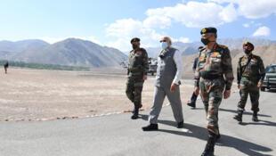 印度總理莫迪2020年7月3日視察印中邊境軍隊。