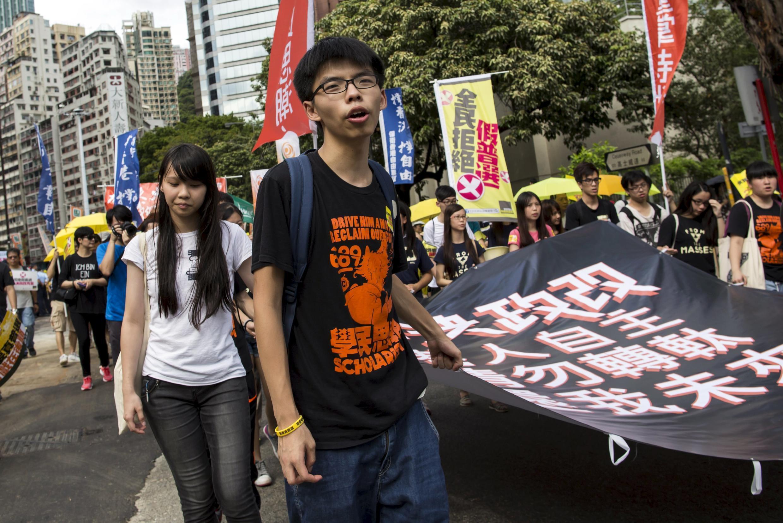 Hoàng Chi Phong (Joshua Wong) bị hành hung tối hôm 28/06/2015 - REUTERS /Tyrone Siu