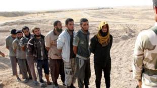 تعدادی از اعضای داعش که توسط نیروهای کرد سوریه به اسارت گرفته شدهاند.