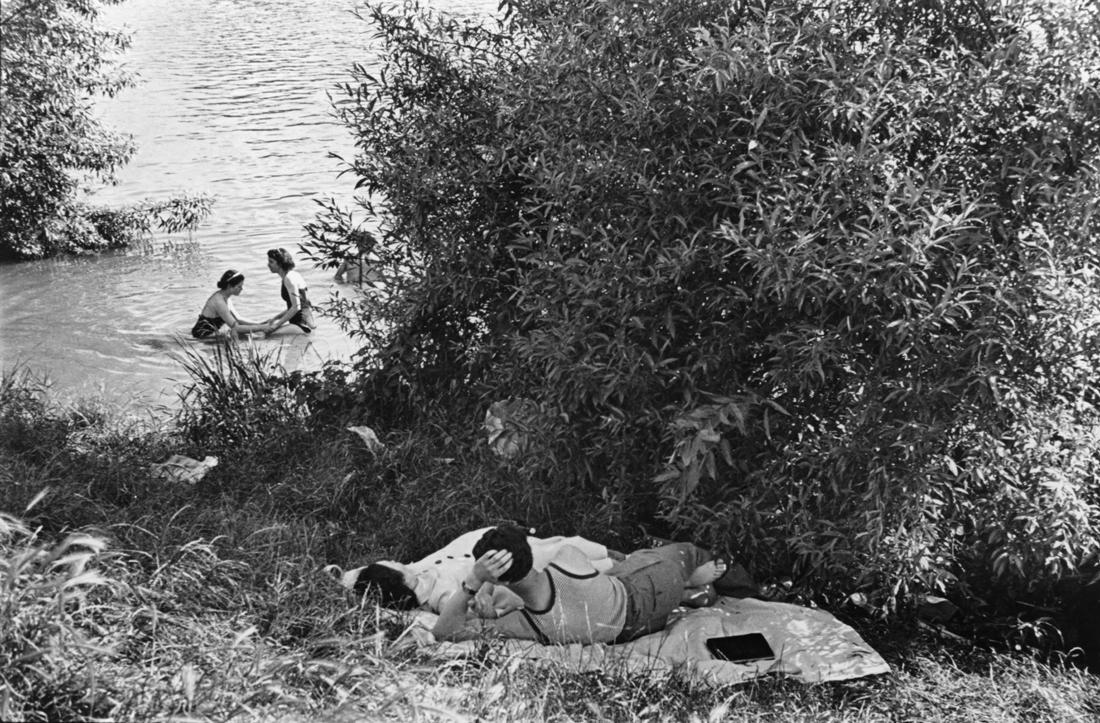 Premiers congés payés, bords de Seine, France, 1936