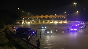 Barreira policial na fronteira franco-espanhola, em abril de 2012.