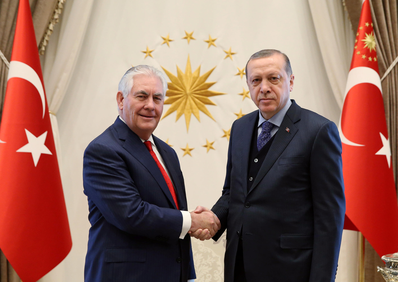 O secretário de Estado dos Estados Unidos, Rex Tillerson, com o presidente turco, Recep Tayyip Erdogan.