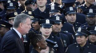 Prefeito de Nova York, Bill de Blasio, foi criticado pela polícia da cidade.