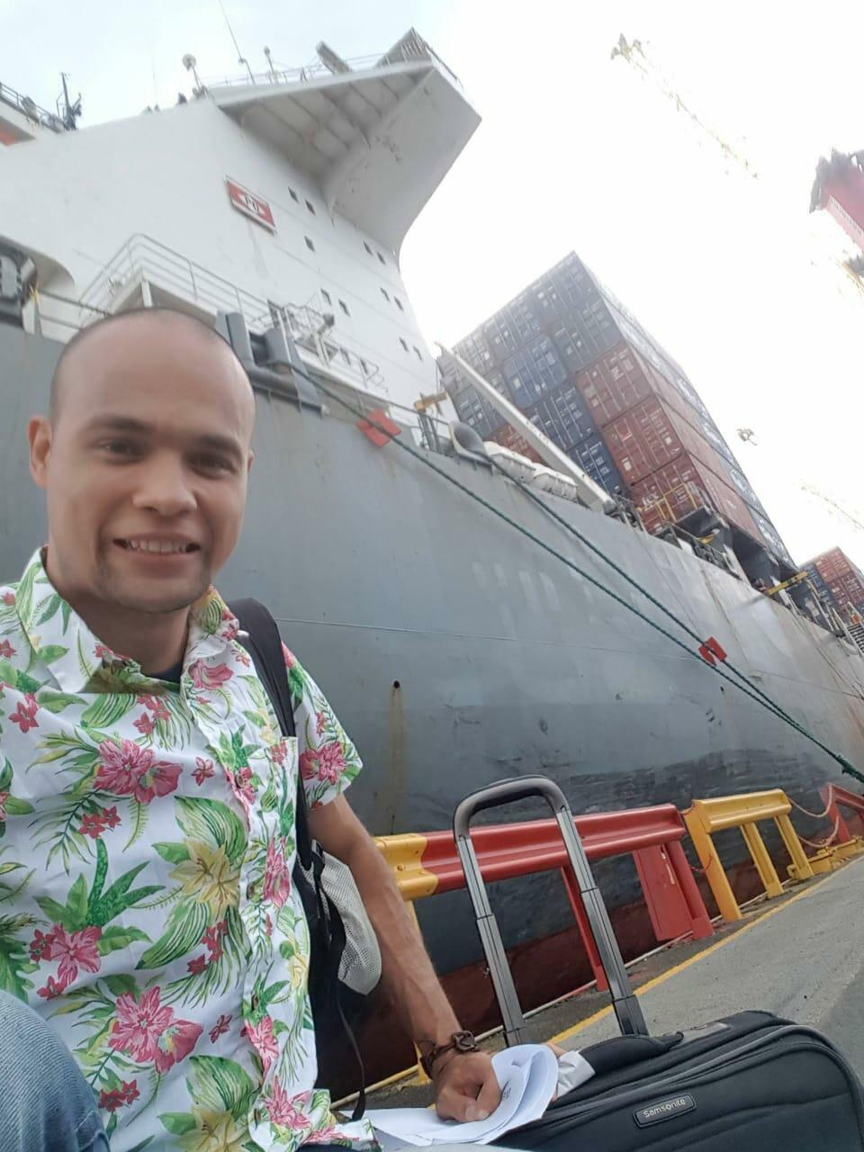 O advogado Rafael Lander viajou em um cargueiro de Manaus até Vitória.
