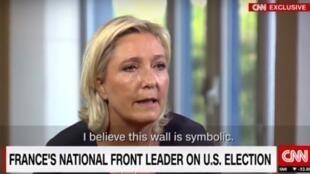 Marine Le Pen durante la entrevista con CNN.
