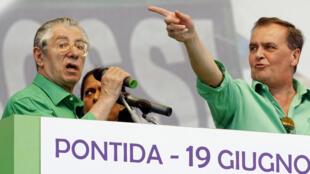 Le numéro 2 de la Ligue du Nord (G)  l'ex-ministre de l'Intérieur Roberto Maroni, a appelé Francesco Belsito à démissionner.