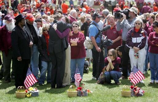 4 jours après la fusillade de l'université de Viriginia Tech, une minute de silence est observée en mémoire des 32 victtimes, tuées sur le campus,  le 16 avril 2007.