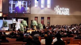 Le candidat démocrate à la présidentielle américaine, Joe Biden délivre un message retransmis par vidéo lors des funérailles de George Floyd le mardi 9 juin 2020, à l'église Fountain of Praise à Houston.