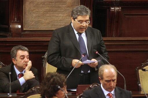 Le 26 janvier 2008 à Palerme, Salvatore Cuffaro présentait sa démission de l'Assemblée régionale de Sicile, après sa condamnation - à l'époque - à 5 ans de prison.