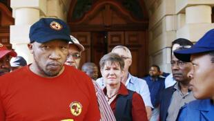 Le secrétaire général du puissant syndicat sud-africain des métallurgistes (Numsa), Irvin Jim, à Durban, le 1er juillet 2014, le premier jour de la grève pour obtenir de meilleurs salaires