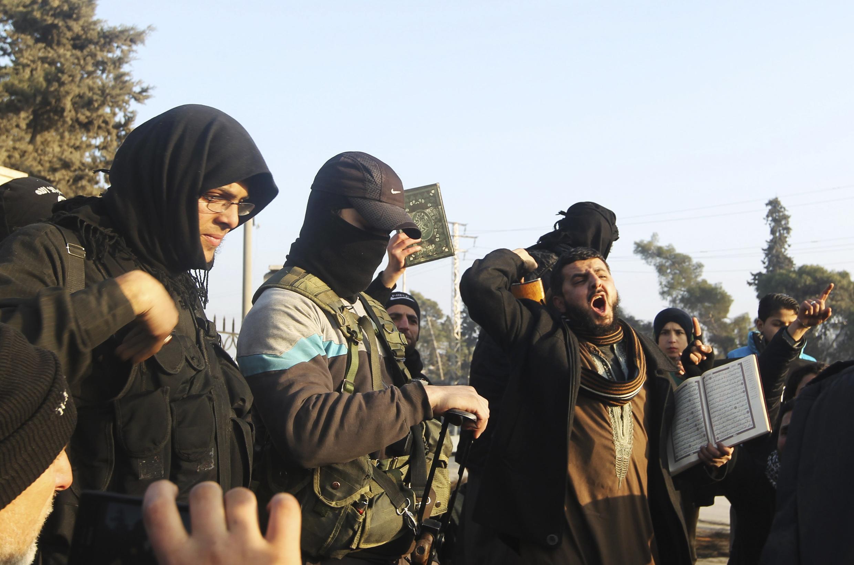 Des combattants de l'organisation Etat islamique à Alep, en Syrie, en janvier 2014.
