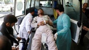 یکی از مجروحان انفجار امروز کابل که توسط طالبان صورت گرفت.