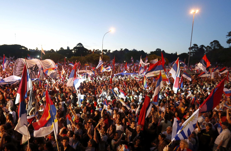 Dernier meeting du candidat du Frente Amplio Tabaré Vazquez à Montevideo, en Uruguay, le 27 novembre 2014.