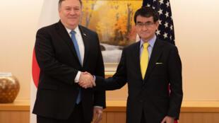 """مایک پمپئو وزیر امور خارجۀ آمریکا و """"تارو کُنو"""" همتای ژاپنی وی در توکیو"""