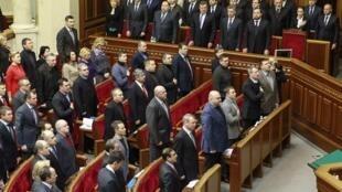Députés du parti au pouvoir et membres du gouvernement lors de l'ouverture de la session parlementaire de ce mardi 4 février 2014.
