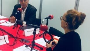 Le Pr Michel Kazatchkine et Caroline Paré, lors de l'enregistrement de Priorité Santé à AIDS 2018 à Amsterdam.