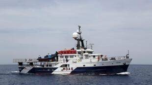 Một tàu cứu hộ của các tổ chức phi chính phủ trên biển Địa Trung Hải.
