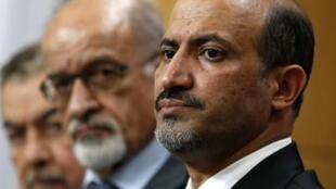Em primeiro plano, Ahmad Jarba, chefe da Coalizão Nacional Síria, em Londres, em  22 de outubro de 2013.