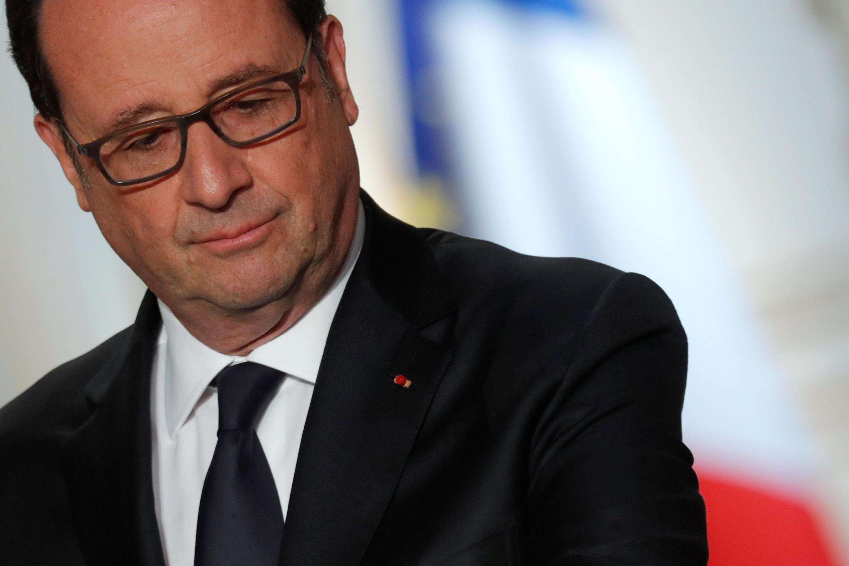 Франсуа Олланд в Елисейском дворце в Париже, 11 апреля 2017 года