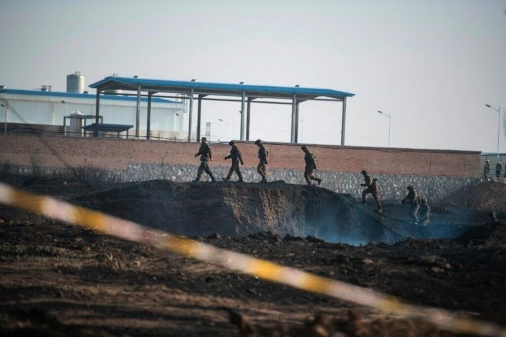 Askari wa China katika eneo la mlipuko karibu na kiwanda cha kemikali, Novemba 28, 2018 Zhangjiakou, kilomita 200 kaskazini magharibi mwa Beijing.