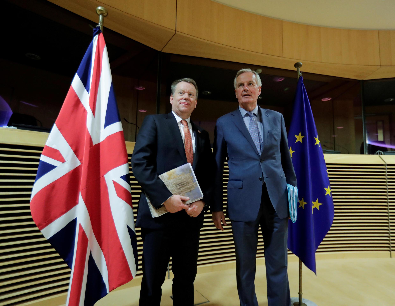 Đại diện châu Âu Michel Barner và đại điện anh David Frost trước khi bước vào đàm phán vòng đầu tiên về thỏa thuận cho Brexit, ngày 02/03/2020.