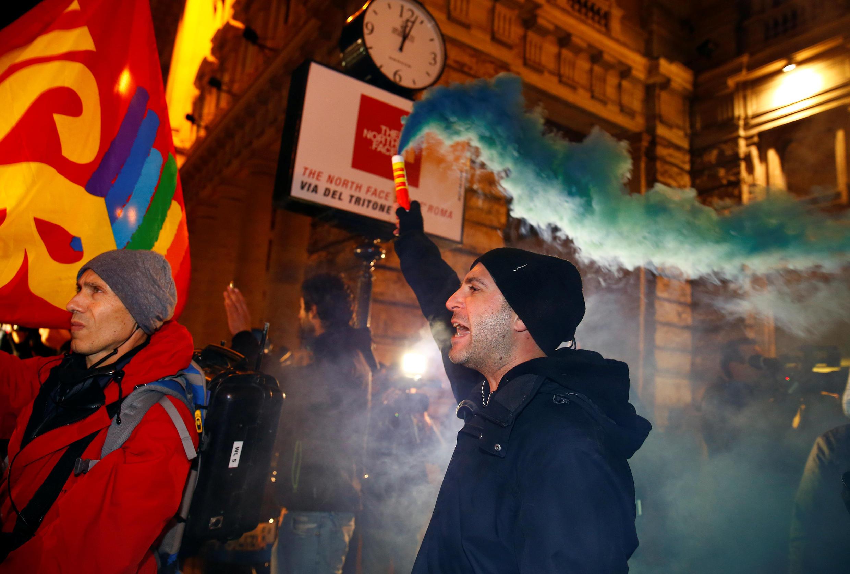 Một người ủng hộ câu trả lời NO trong cuộc trưng cầu dân ý biểu tình tại Rôma (Ý) 05/12/2016.