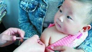 随着假疫苗事件的曝光如何保护家人健康利益成为了众多中国家长的担忧