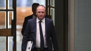 Après plusieurs scandales successifs, le vice-Premier ministre australien Barnaby Joyce, accusé de harcèlement sexuel, a annoncé sa démission le 23 février 2018.