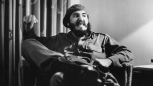 فیدل کاسترو - عکس در اوایل دهۀ هفتاد میلادی توسط مارک ریبو گرفته شده است