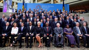 Ảnh chụp các bộ trưởng tài chính và thống đốc ngân hàng trung ương trước cuộc họp FMI và Ngân hàng Thế giới, Washington, 24/9/2011.