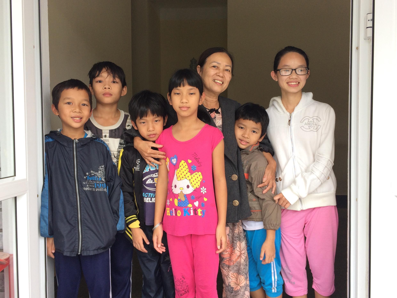 Gia đình mẹ Nga ở Làng Trẻ em SOS Huế.
